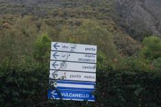 Todas las direcciones, pero lo realmente interesante estaba detás de ese cartel, el cráter de Vulcano.