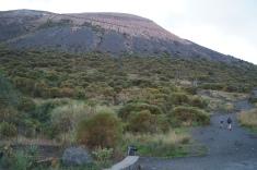 Allá está el cráter, puff... subir allá con el tiempo contado, dificil tarea.