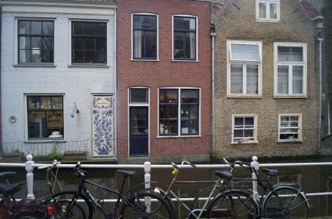 Delft. Las plantas bajas están a la misma altura del agua.